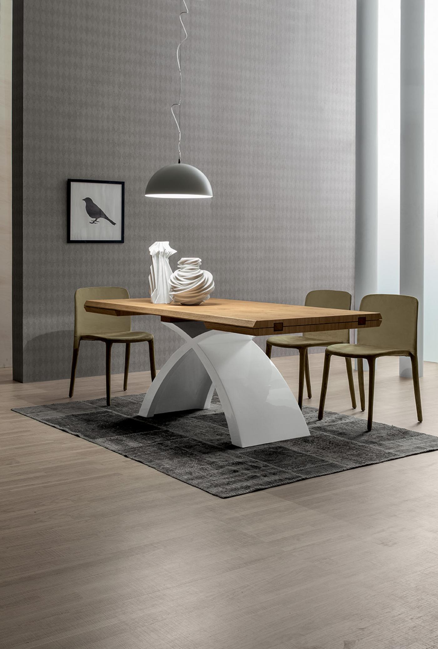 Ein außergewöhnlich gestalteter Tisch: Finden Sie ihn hier.
