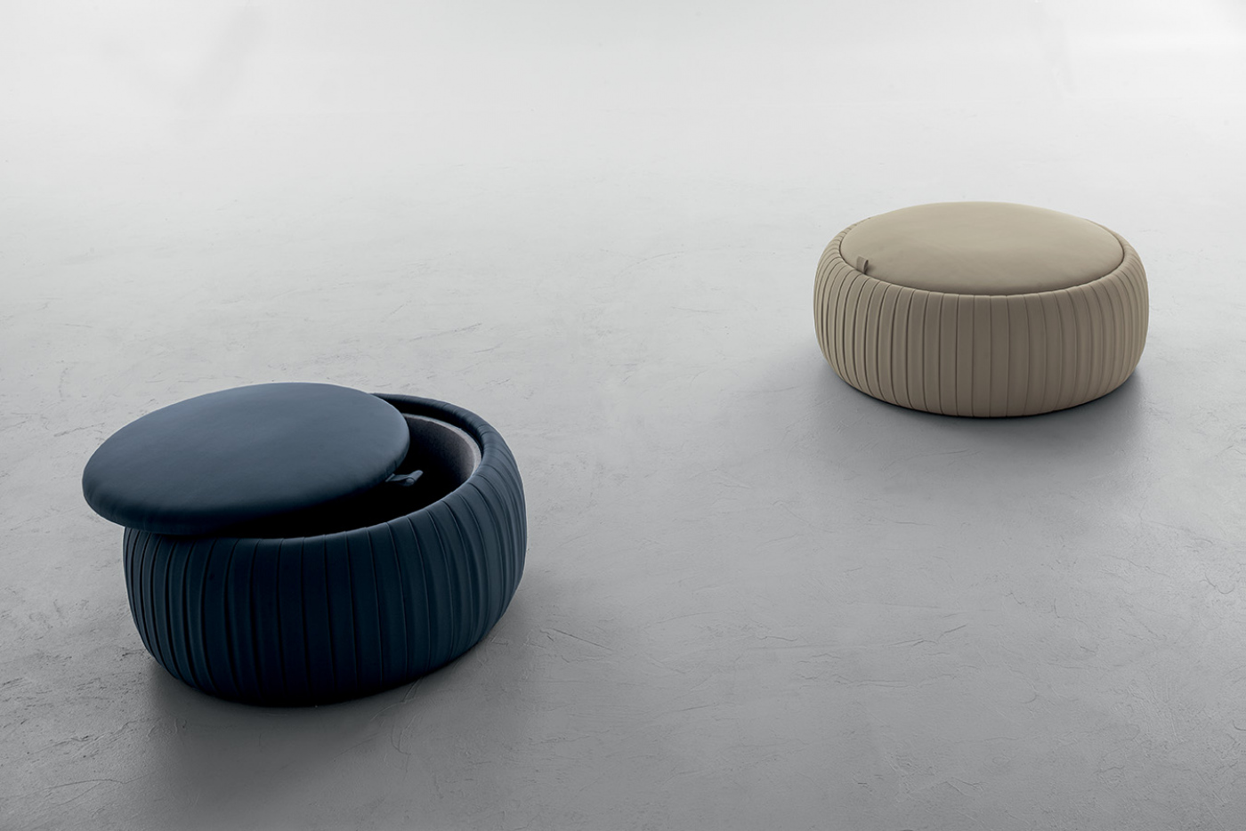 new style 7f34d 7738e Pouf / coffee table/ storage space Plissé - Tonin Casa
